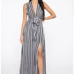 Like new Fashion Nova Feet in the sand maxi dress